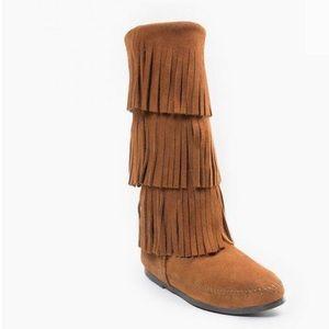 Minnetonka 3 Tier Fringe Moccasin Boots 6